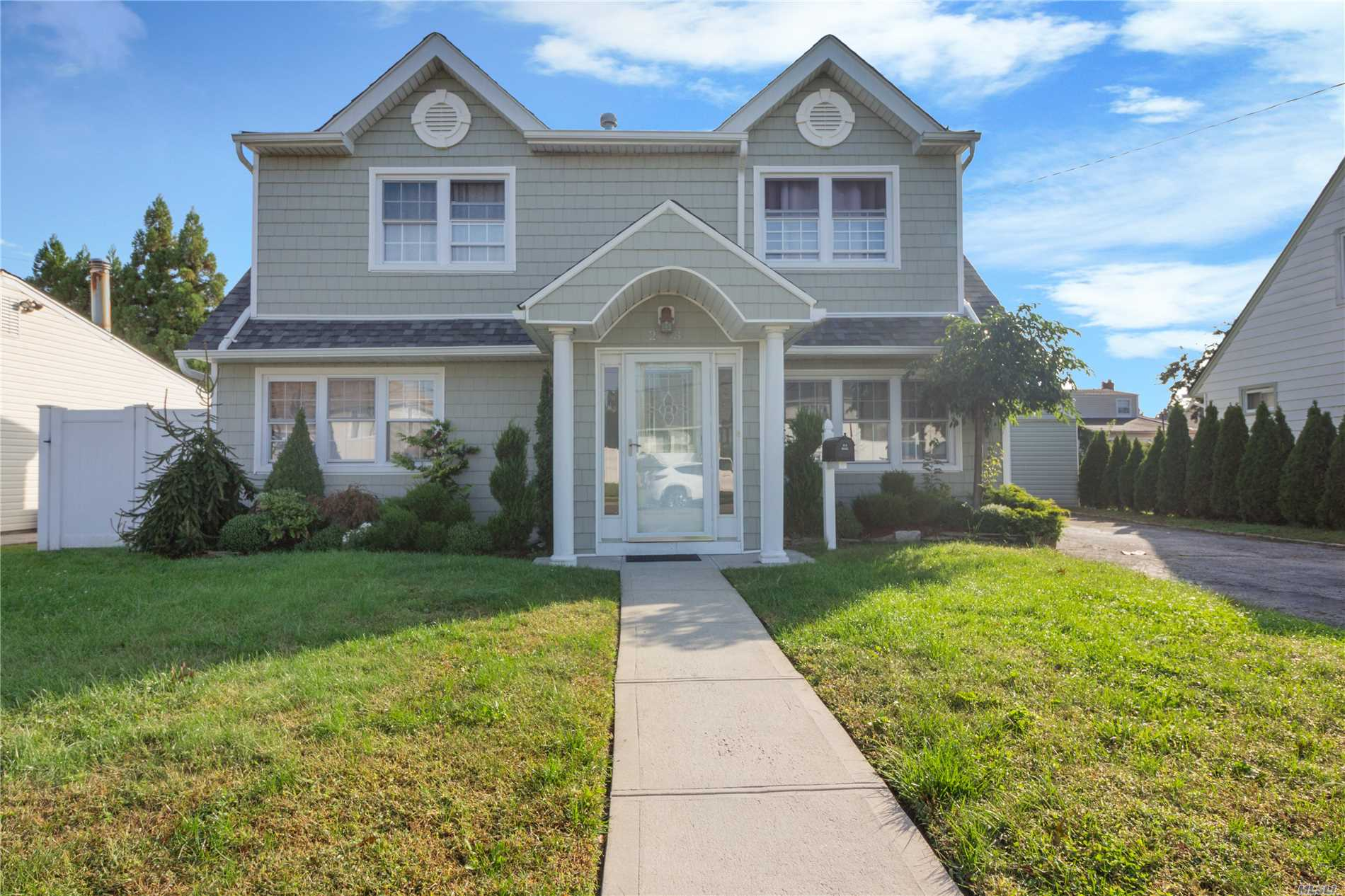 Impressive & Expanded 2200 Sq Ft. Colonial, Renovated (5 Yrs )! Granite Kitchen Open To Den W/French Doors & Gas Fpl.. Gleaming Hw Floors & Crown Molding. Nest System. Brand New Rheem Hw Tank. King Master W/Lg Wic, 2 Closets & Space For Office Or Expansion. Nice Size Bdrms. Ceiling Fans, Whole House H2O Filtration System. Plenty Of Storage. Lrge 2Yr Old Trex Deck For Entertaining. Fully Fenced. Gas/Cac. Lakeside/Jfk Hs. Taxes Being Greived. Just Move In!!!