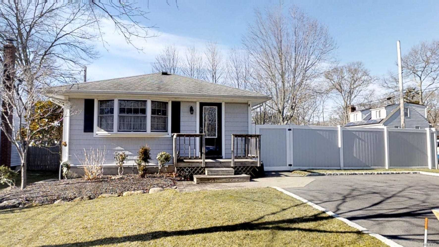 Meticulously Kept Home With Recently Updated Kitchen And Baths. Open Concept Floor Plan, Oak Floors, Full Bsmt W/ Private Entrance, Well Maintained Grounds And Privately Fenced Corner Lot Yard With Shed And Paver Patio. Updated And Affordable Natural Gas Heating System! This Home Is Adorable And Inviting, Don't Miss The Virtual Tour!