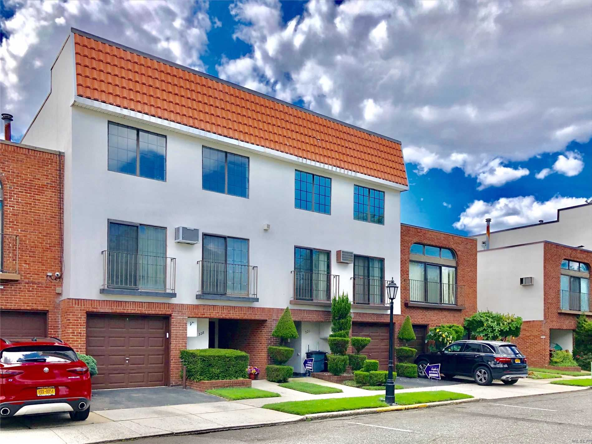2 Br 2.5 Bath Duplex Silverpointe Condo, Mint Condition, Marble Floor, Upgraded Open Concept Modern Kitchen With Top Of The Line Appliances. Master Suite With Jacuzzi Bath. Many Closets. Large Living Room And Dining Room. Private Backyard For Family Entertainment. You Must See.