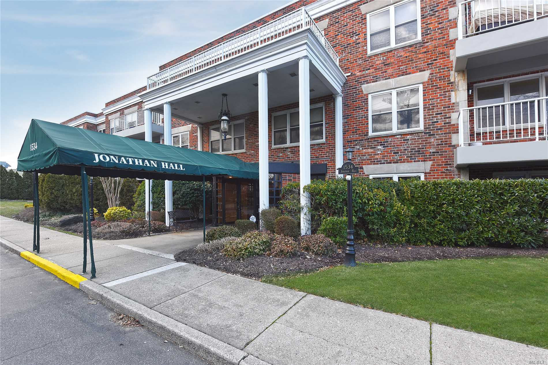 2 Br, 2 Bth Condo In Luxury Doorman Building With Elevator. Sunny Lr/Dr W/ New Walk Out Terrace, Eik, Br/Den & Huge Master Suite W/Bath & Large Walk In Closets. Laundry Directly Across Hall. Indoor Pkg Spot Included. Handicap Accessible Thru Garage. Private Storage Space Incl.