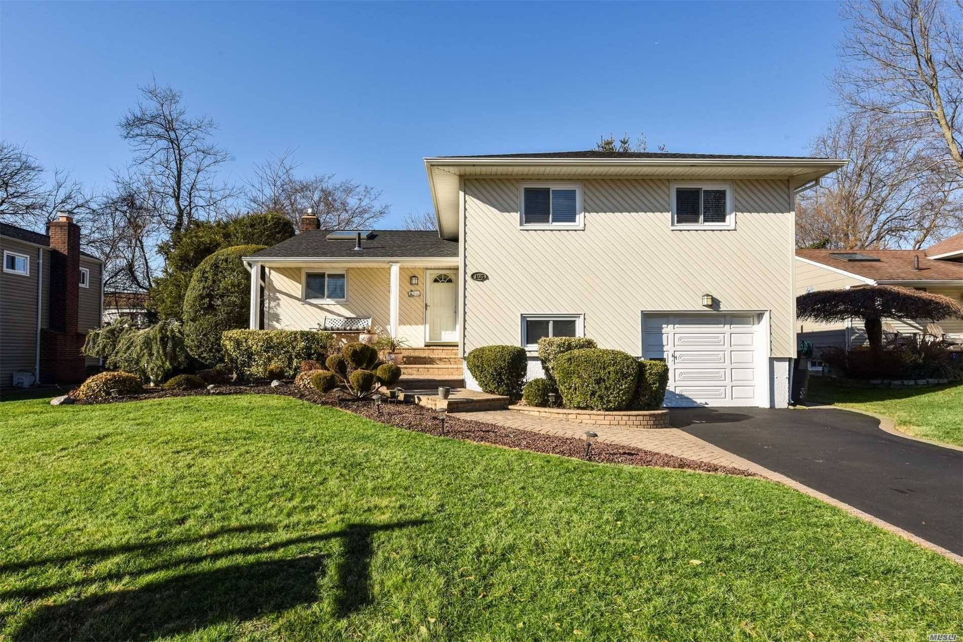 This Distinctive Updated Home In Manetto Hills Estates In Perfect Midblk Loc.On Lush Manicured Prof.Landscpd Property Features, 5Yr Sundrenched Stylish Eik, State Of The Art Jacuzzi Full Bth, 2 Yr Old Arch.Roof, 200 Amps, Hardwd Floors, New Gas Heating, Updt Master Bth, Speaker System.Parkway Elem, Mattlin Middle School.Too Much To Mention.Bring Your Fussiest Buyer.A Must See!!