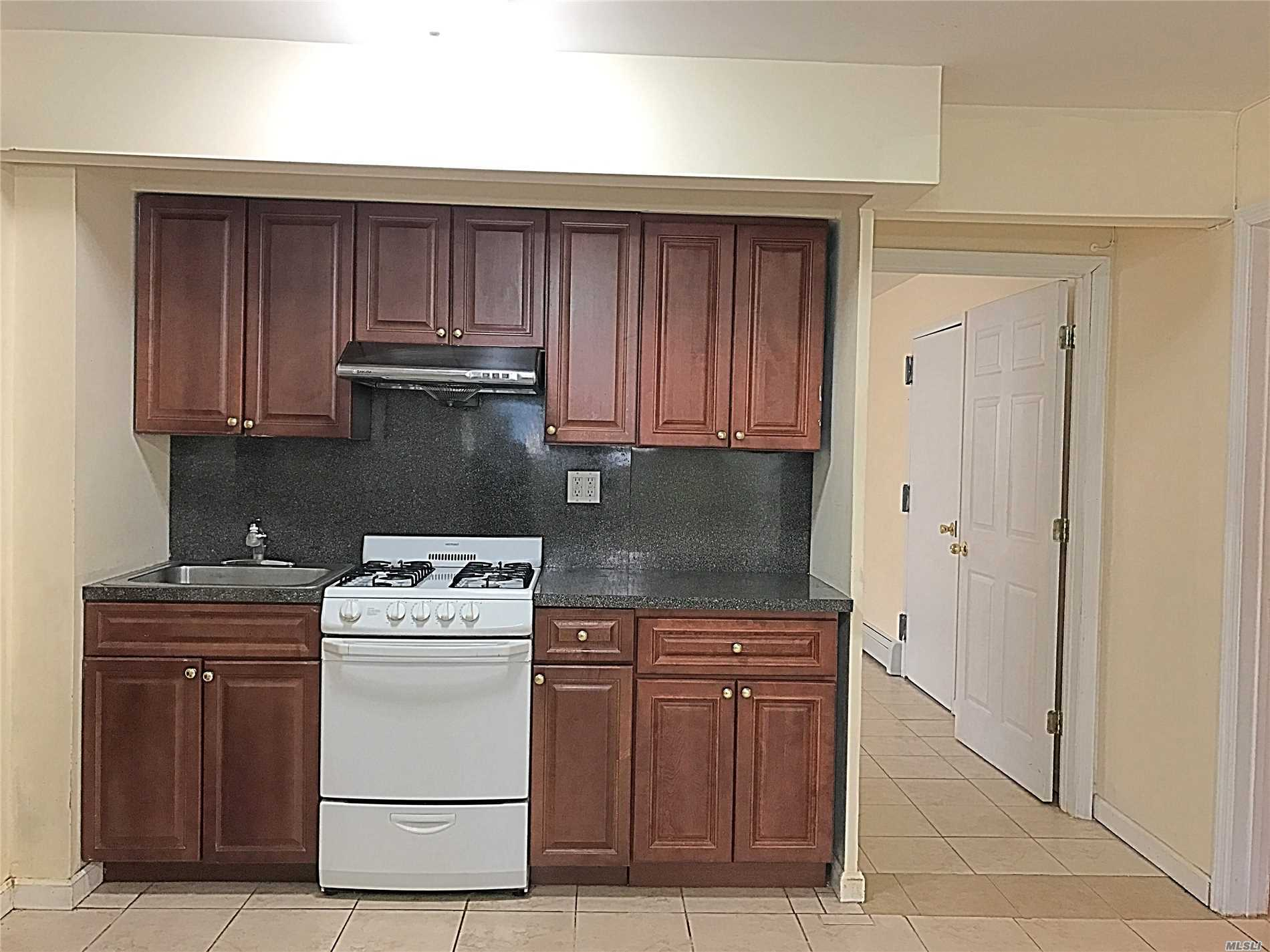 Best School Zone, 26 District Of Queens. Approx 900 Sqft Apartment Located Semi-Attached Brick House. House Only 11 Year Older. Has Independent Privacy Entrance, 1 Bedroom Or 2 Bedrooms Depend On You. Walk To Q17/Q88/Q65 Bus Stops. 26 School District With P.S. 173/Jhs 216/Francis Lewis High School.
