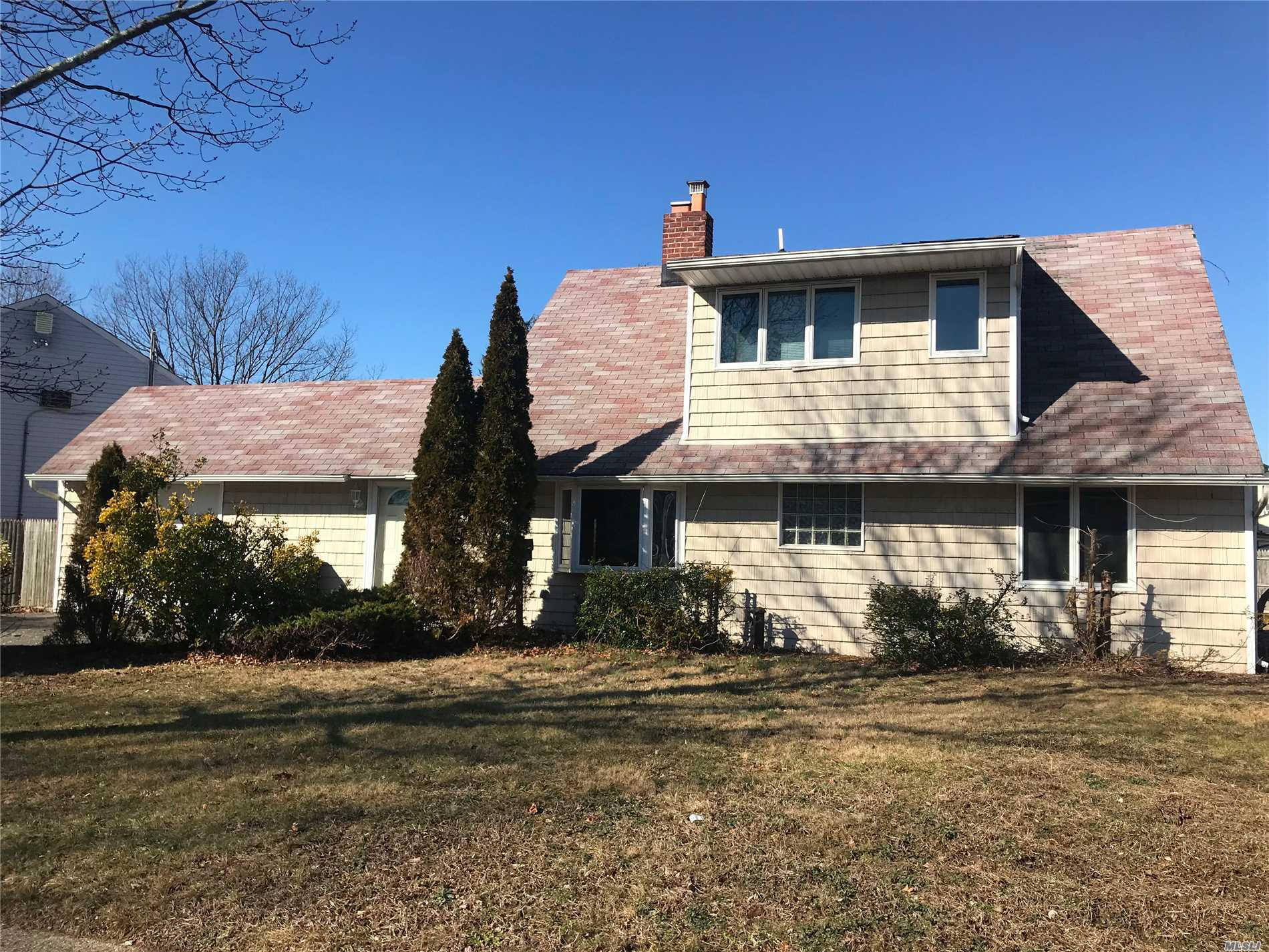 Long Awaited Cape Style, 4Bed/2 Full Baths Single Family In Levittown School District; Corner Property, 116X120 Lot Size; Endless Possibilities To Make This Your Own; Sliders Leading To The Park-Like Backyard. Property Is Within Walking Distance Of Dutch Lane Elementary And The Levittown Hall Community Pool. Minutes To Wantagh Pkwy