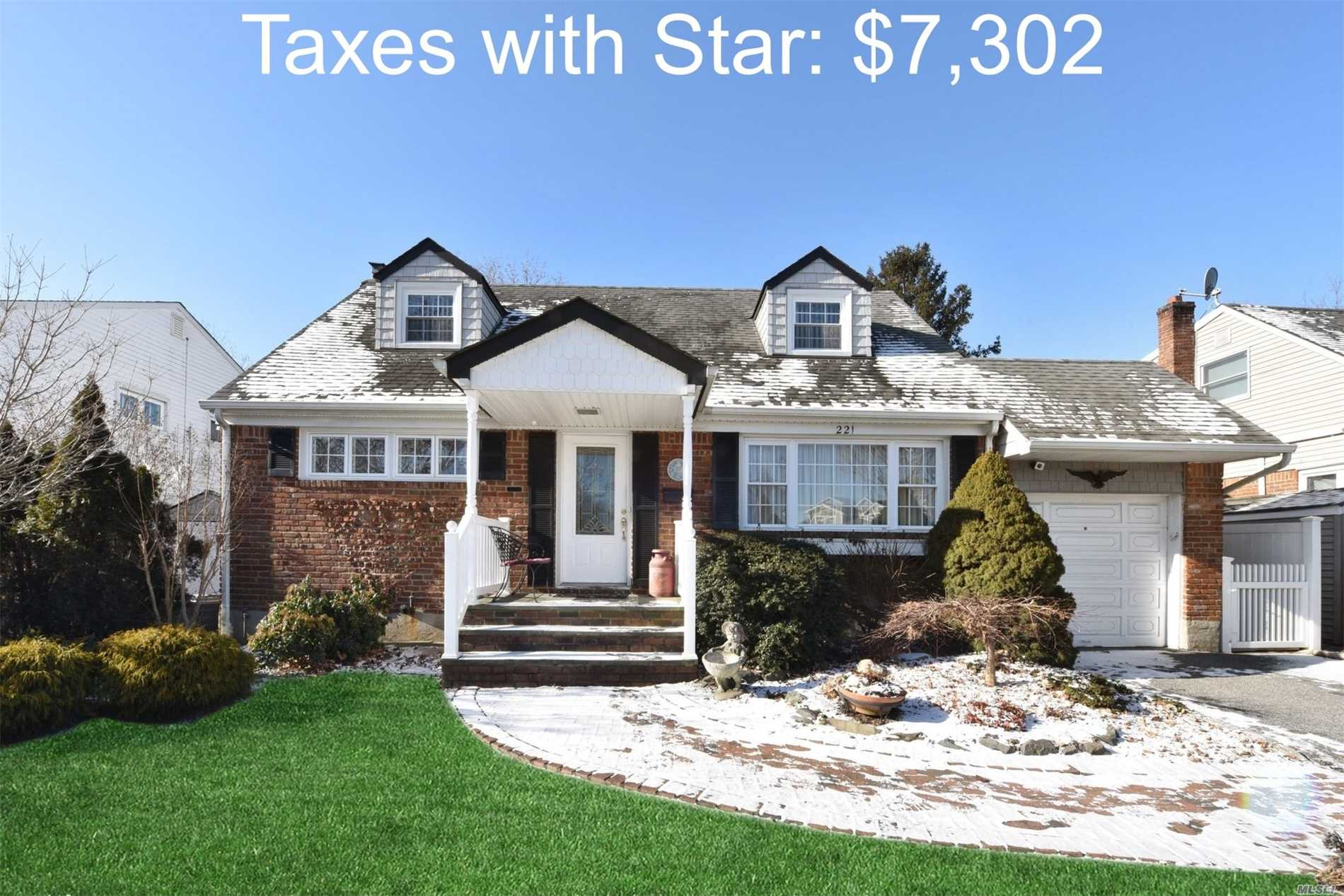 This Charming Updated Home In Midblock Loc.On Lush Prof.Landscpd Park Like Property Features Country Club Back Yard, Updt Granite Eik, Updt Bths With Marble, Granite , Porcelain, Picturesque Heated Fla. Room, Arch.Roof, Cac, Ugs, 150 Amp, Koi Pond, Hardwd On Main Level.Too Much To Mention A Must See.Taxes With *$7302!! Price Improvement!!