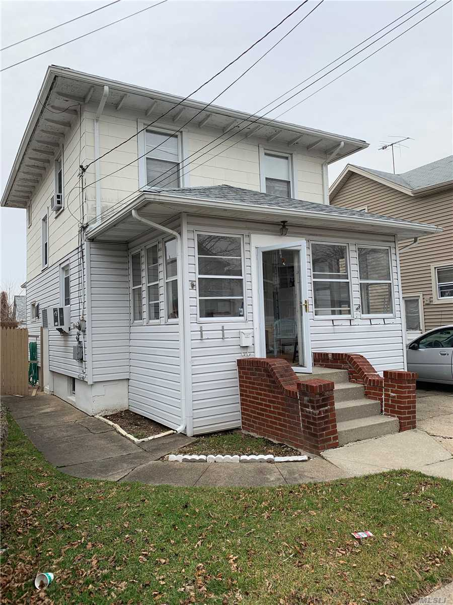Bring Your Contractor And Architect And Create Your Dream Home. Cozy 3 Bed, 1 Bath Home Ready For Your Vision To Make This Place Your Home. ***Property Sold As Is Condition***