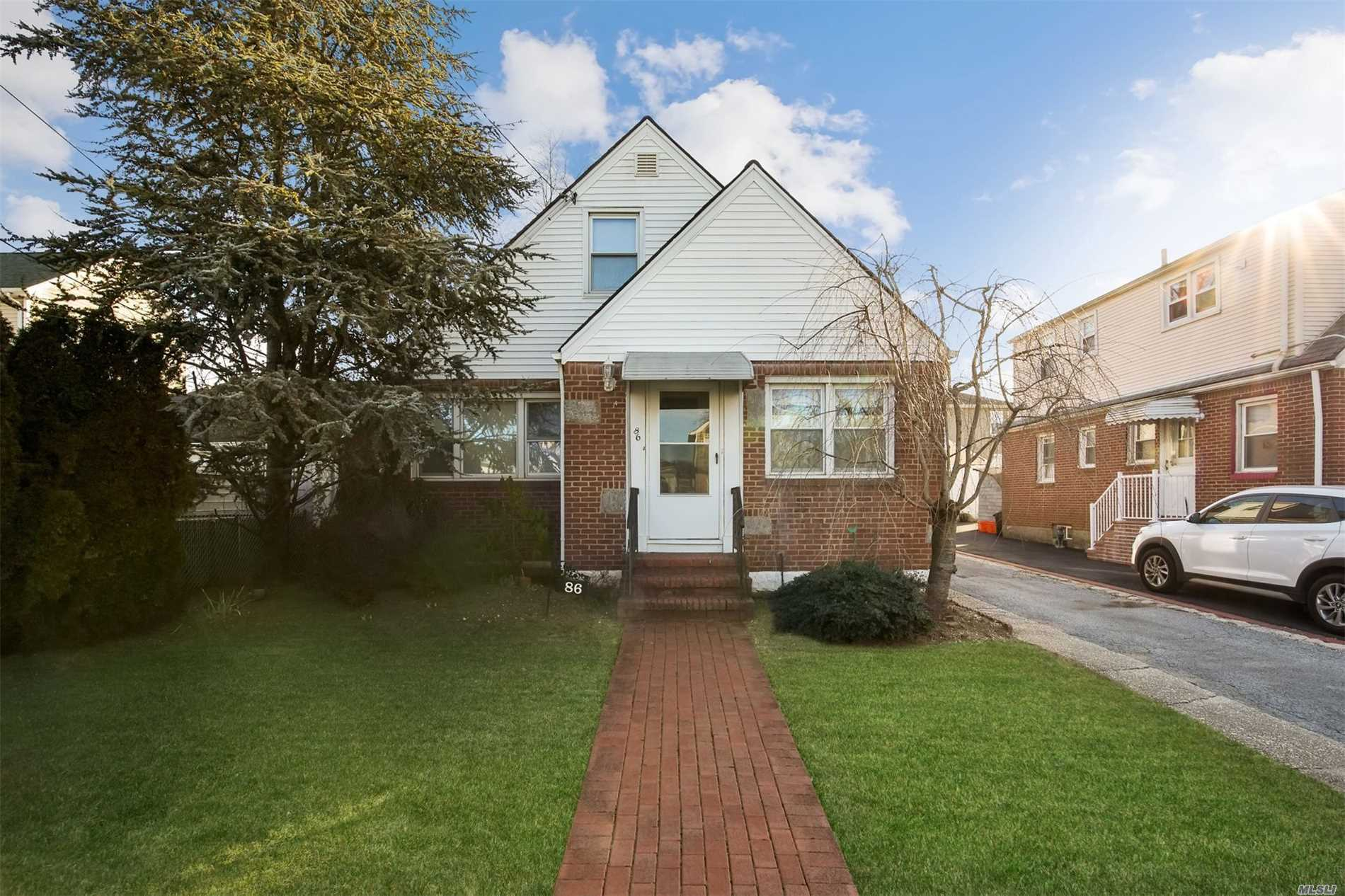 Great Home In The Heart Of Franklin Square. Three Bedrooms And 2.5 Bathrooms. Master On The First Floor. Full Basement / Part Finished. Private Driveway And Detached Garage. Entertainment & Shopping Along Hempstead Turnpike.