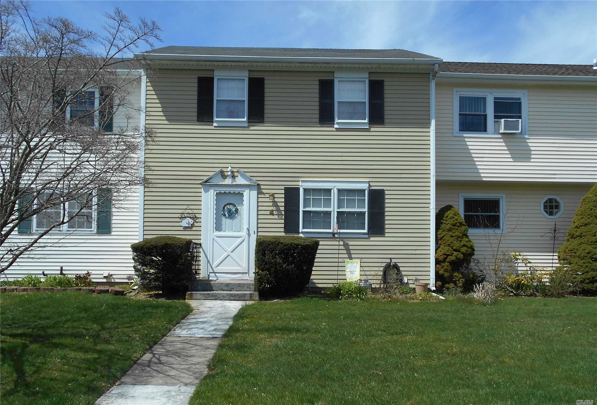 Here Is A Wonderful Opportunity To Get Into Strathmore Court Complex At A Great Price. The Hampton Model Features 2 Bedrooms, 1.5 Baths, Full Basement, Deck And Yard. The Complex Is Well Maintained With A Clubhouse, Large Pool, Tennis Courts And Playgrounds. Low Taxes And Common Charges. Unit Does Need Updating.
