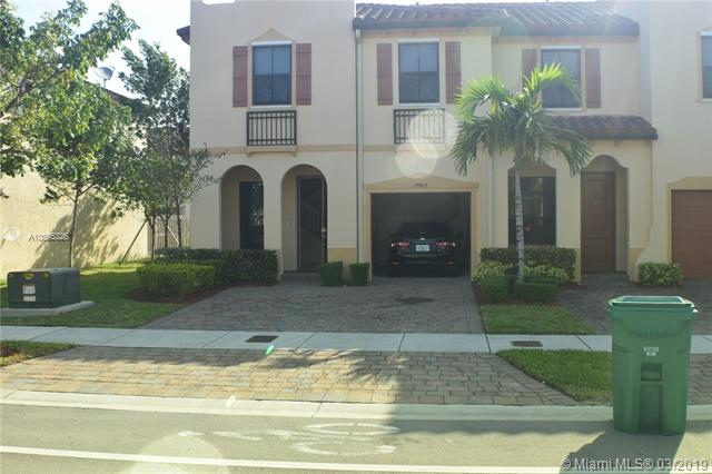 Beautiful Corner Unit 3/2 1/2 1 Car Garage And Patio, Stainless Steel Appliances.