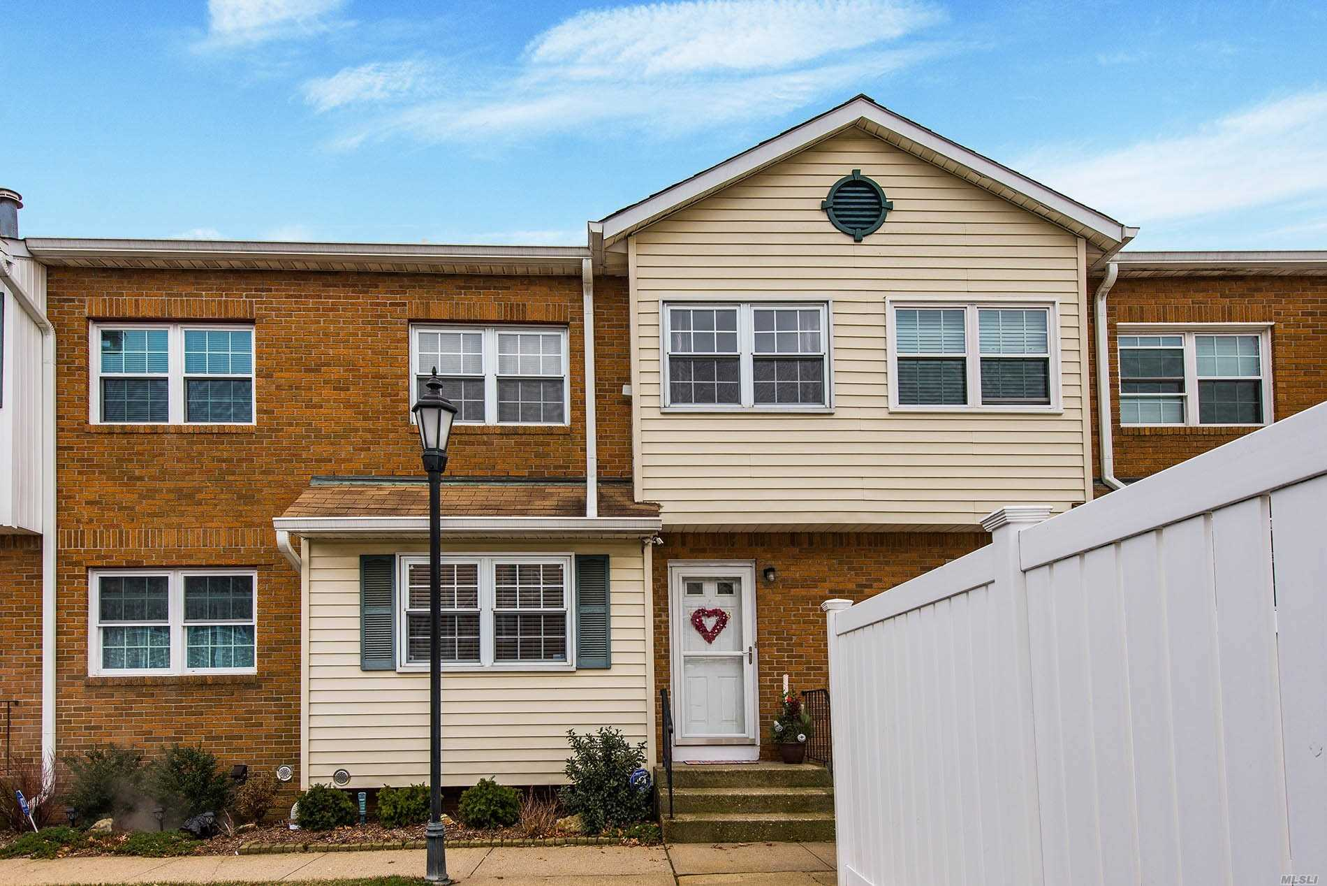 One Of The Largest Condos In The Area. Commuters Dream. Close To Lirr, Shops & Parks. 1520 Sq. Ft. Plus Full Basement & Attic. 2 Parking Spots Included. Community Pool. Very Desirable Complex. Huge Updated Eik, 3 Bedrooms, 2.5 Baths. Closets Galore. Wood Floors. All Updated Baths. Heating System & Cac Less Than 1 Year Old.. Diamond Condition. Truly Move Right In. Don't Miss This One!!