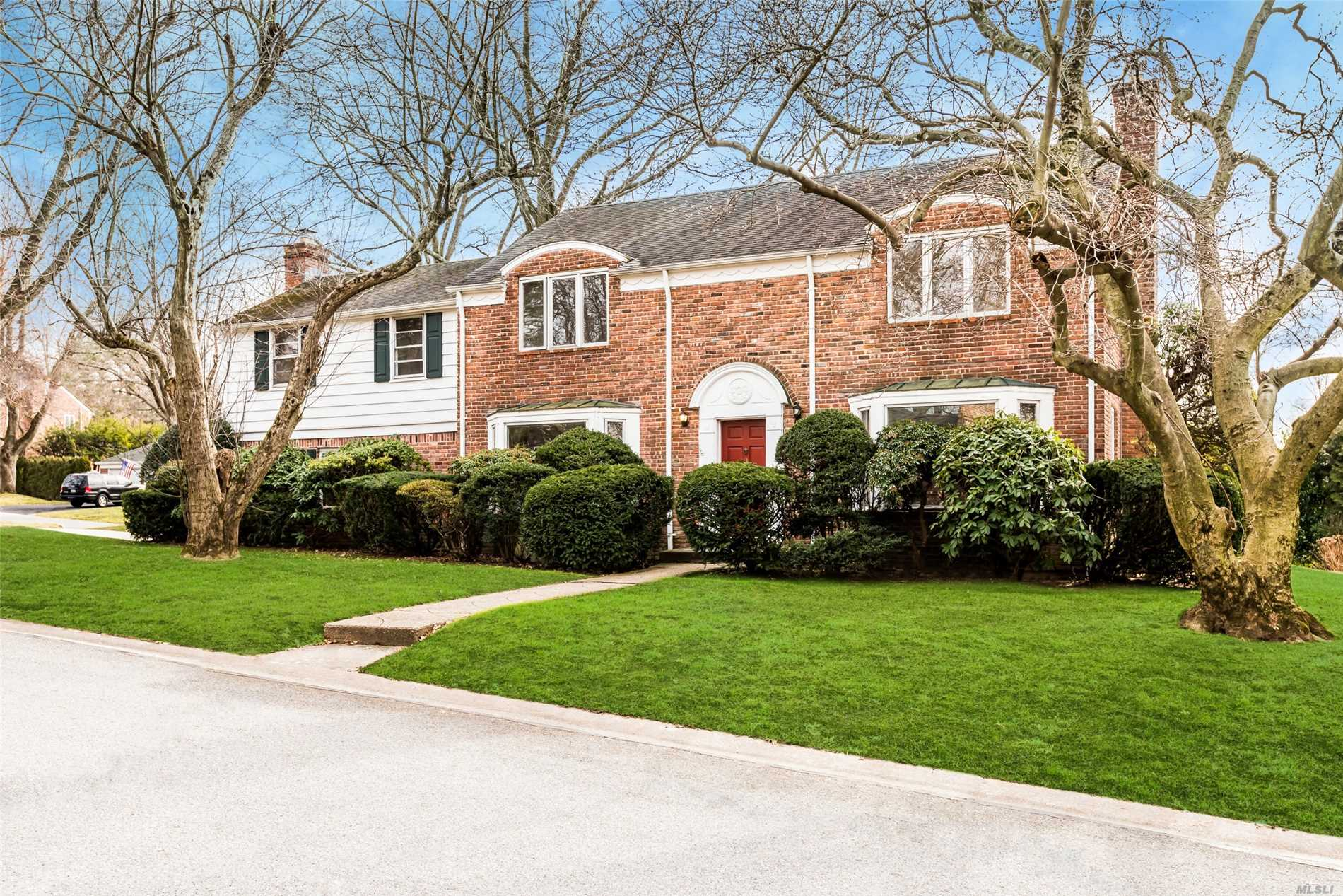 One Of The Best Locations In The Village Of Plandome Heights. This 2900+ Sqft Center Entryway Brick Colonial Boasts Crown Molding, Hardwood Floors, Lg Fam Rm W/Fpl, Formal Din Rm W/Bay Window. Liv Rm W/Fpl, Great For Entertaining E-I-K And Maids Room/Office And Full Bth. Mstr Bdrm W/Bath 3 Oversized Bdrms And Full Hall Bth. Room Over Fam Rm Can Be Used As An Office, New Patio. Low Taxes, Full Basement, Cac. Desirable Manhasset Schools And Parking At Manhasset Train. Make This House Yours!