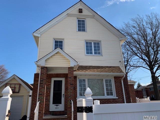 1 Family House Rental In The Heart Of Whitestone! Featuring, 4 Bedrooms, 1 1/2 Baths, 9 Foot Ceilings, Large Eik, Living Room/Dining Room, Hardwood Floors Throughout, Has Central Air Conditioning. Access To Yard And Driveway, A Must See!