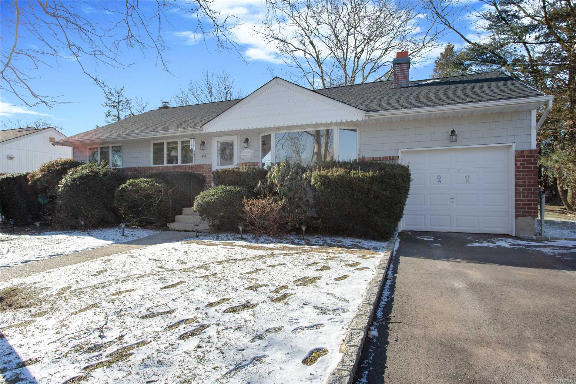 Beautiful 3 Bedroom Ranch, Living Room With Fireplace, Eik, Hardwood Floors, Full Finished Basement - Taxes $10, 115.39 With Star $8, 701.88 - Plainview-Old Bethpage S.D. Gas Line Ready For Hook Up On Side Of House