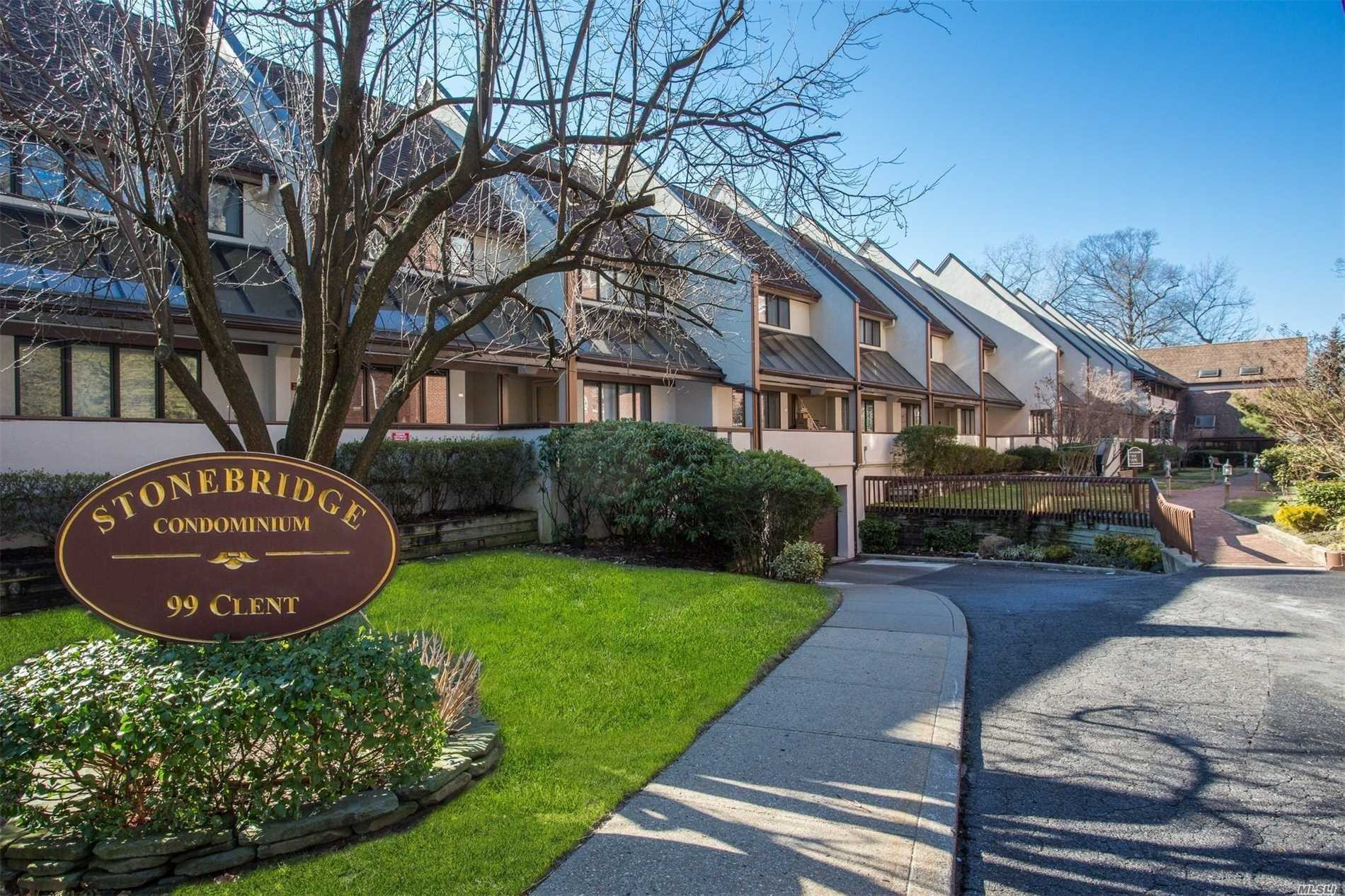 Beautiful Condo 5 Minutes Walk To Train Station And Stores New Granite Counter Tops Cathedral Ceiling With One Parking Indoor Spot Incl