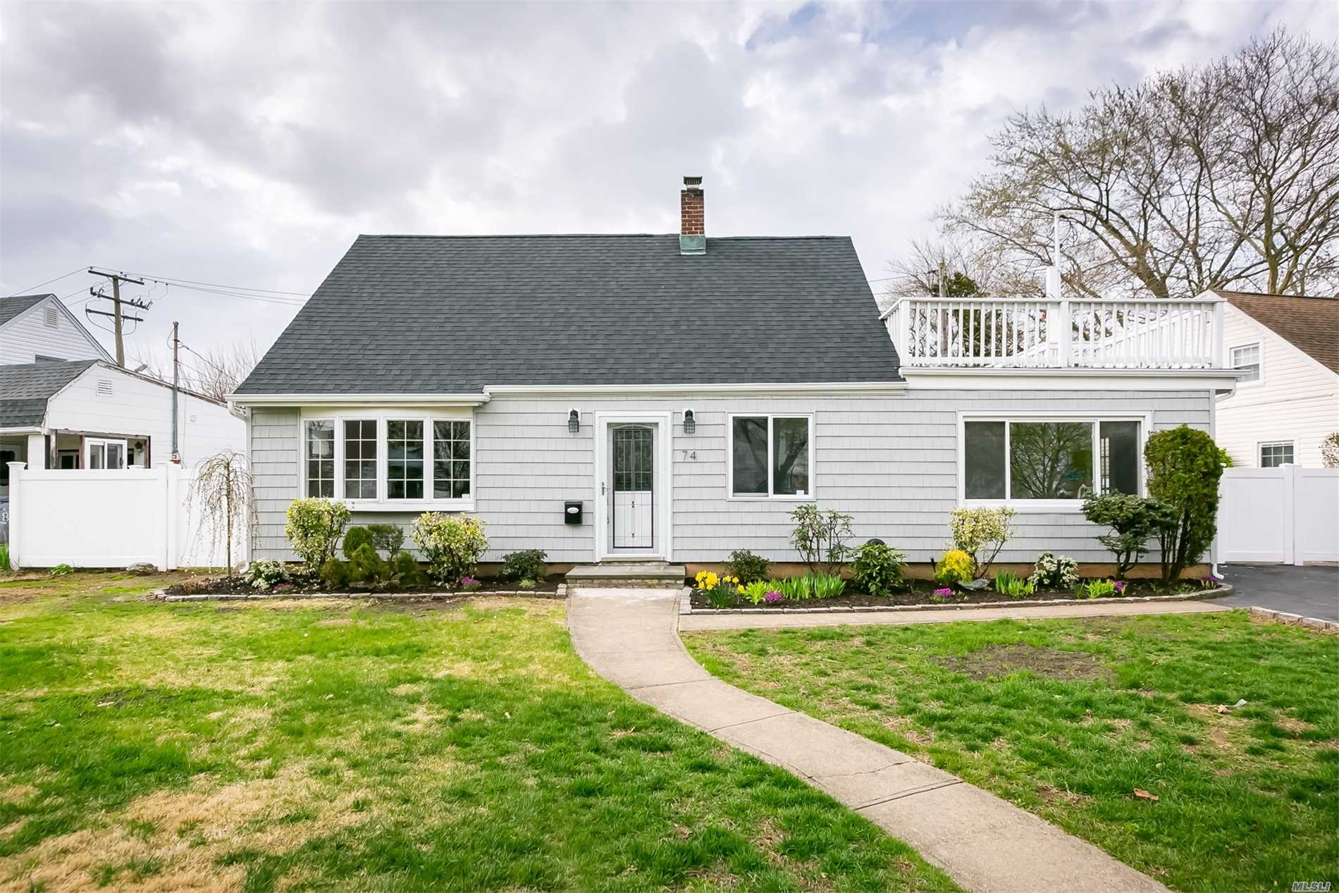 Potential Abounds In This Expanded Levitt Cape Featuring 4 Bedrooms, 3 Baths, Formal Dining Room On Lovely Mid-Block Location. Pvc Fence, Paver Patio And Roof Top Deck.  Roof, Siding & Windows 10 Years Young; 200 Amps Service; Salk/Macarthur Schools, Close To Shopping, Restaurants And Parkways.