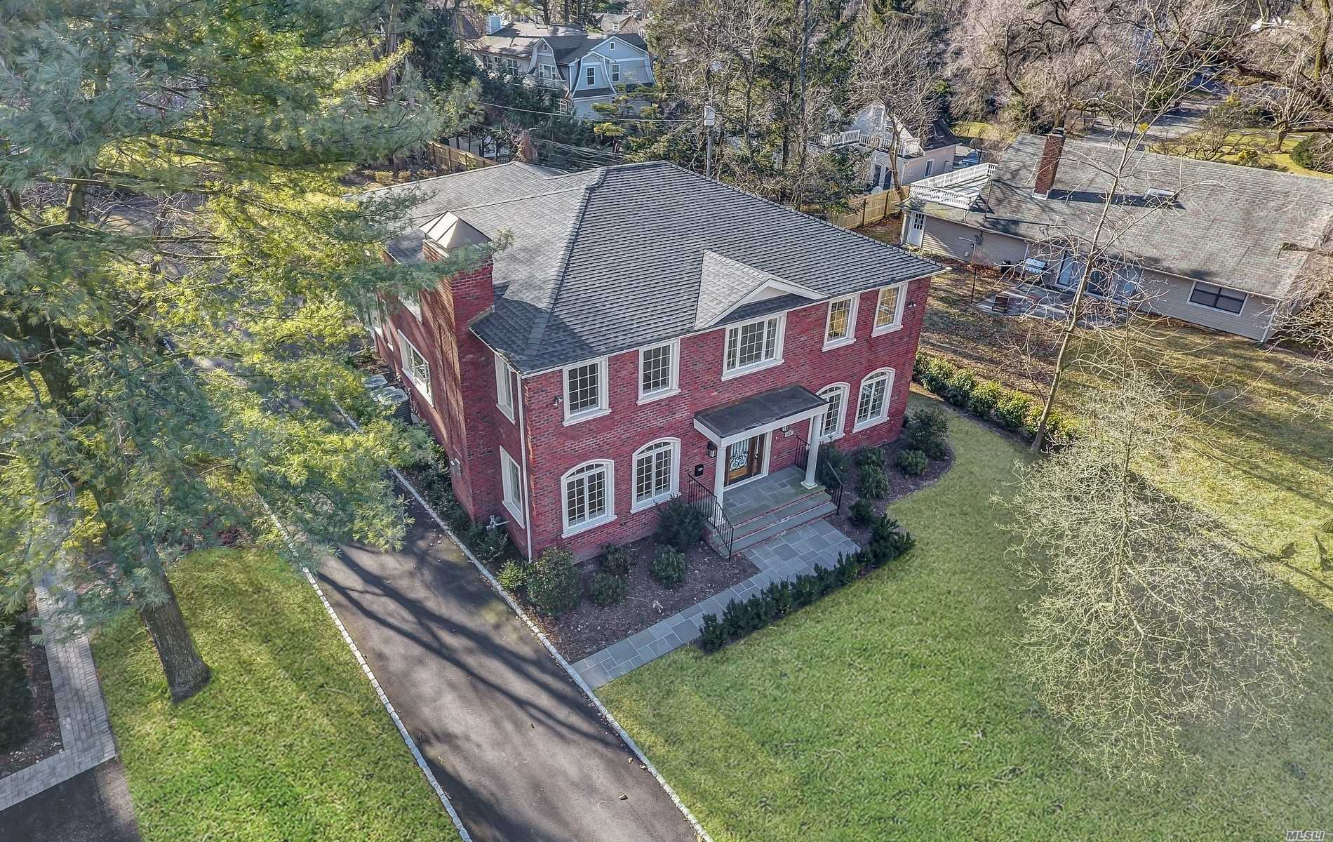 Fine Quality New Construction In The Heart Of Flower Hill. Impeccable Attention To Detail. 5000 Sqft.Of Luxury Built. Offers Dramatic Entry W/Barrel Ceiling, Oversized Principal Rooms W/Fireplace, Beautiful Architectural Detail & Mill Work, State Of Art Eat-In Kitchen W/Top Appliances, Triple Size Center Island W/Veg. Sink, Butler Area W/Wine Cooler, Master Suite W/Designer Bath, Oversized Prop/Room For Pool.Beautifully Finished Basement/Bath.Port Washington Train Sticker. Roslyn Schools!