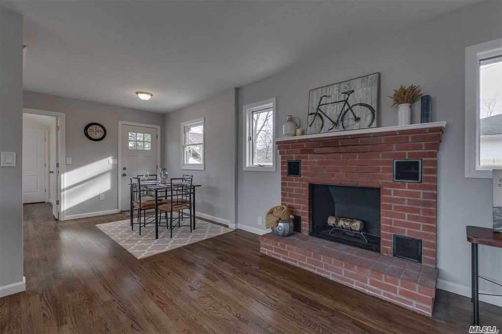 Completely Redone, New Kitchen, Quartz Counter Tops, New Ss Appliances, Hw Floors Through Out, New Roof, New Siding, New 200 Amp Service, New Hot Water Heater, New Fence, New Deck, Anderson Windows, One Block From Peconic Bay Beach , 3 Bedrooms 1 Bath