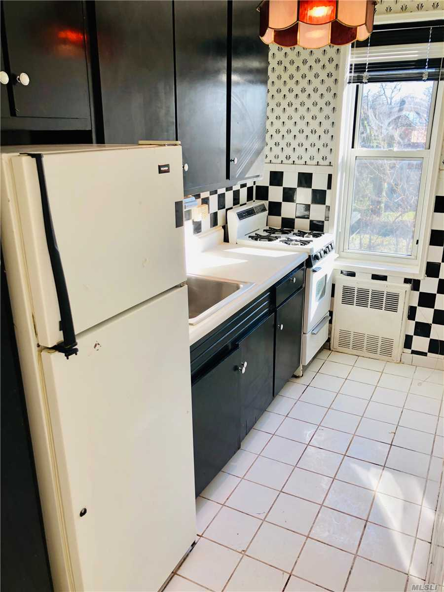 Wow..Wow Great Buy In The Heart Of Douglaston! Commuters Dream Just Steps To Lirr, Convenient To All, Alcove Style Studio- Easily Converted To A 1 Bedroom, Kitchen, Dining Area, Large Living Space, Spacious Bathroom, Closets Galore! Hardwood Under Carpet...Start Packing!