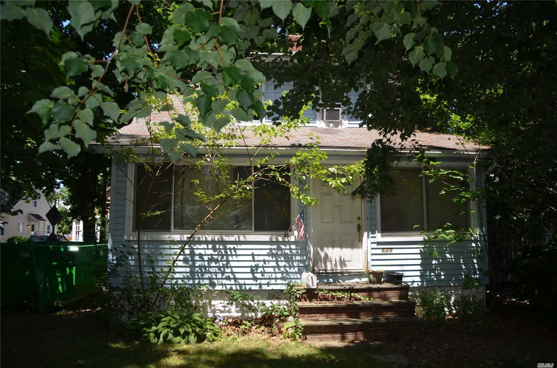 This Home Is Located On A Dead End Street In The Award Winning Plaza Elementary School District, Just Blocks From Lirr And Major Shopping. Bring Your Imagination And Your Broom To Make This Property Shine Once Again. Needs Tlc.