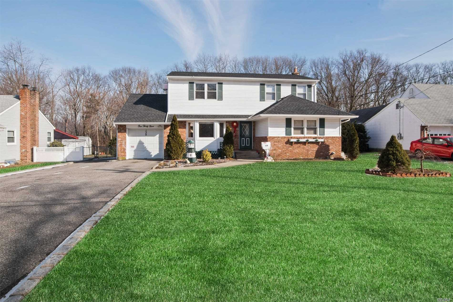Gorgeous 5 Bedroom, 2 Bathroom, Expanded Cape. New Roof, New Bathroom, Quiet Street. Over .25 Acre Lot, Above Ground Pool. 1 Car Garage. Full Finished Basement With Separate Outside Entrance. Open Concept Kitchen And Living Room. Completely Renovated 2nd Floor. 220 Amp Service. This Is A Must See!!