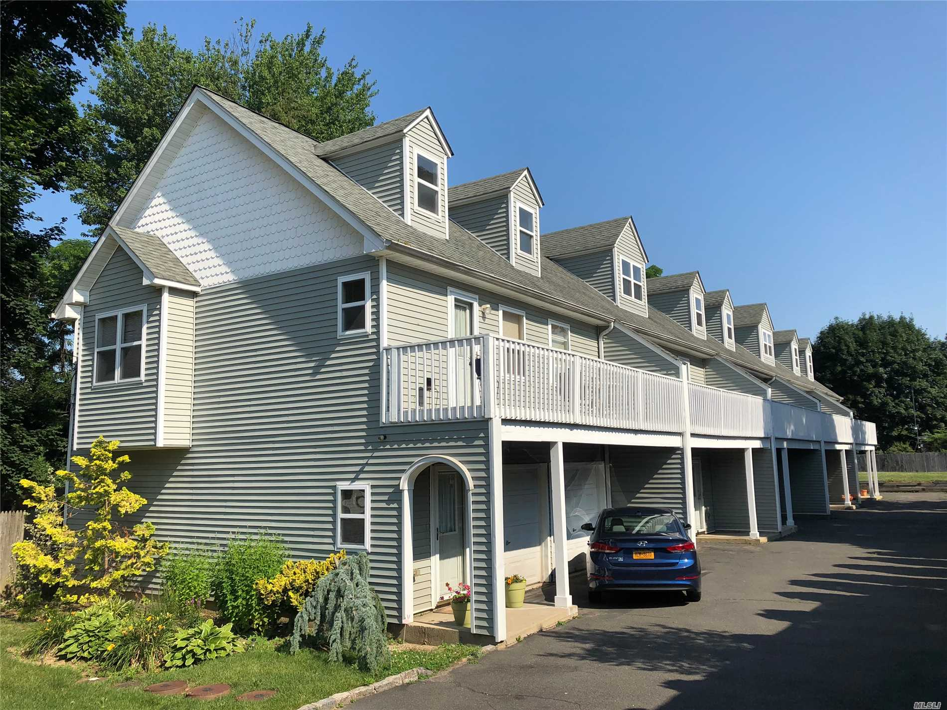 Great Townhouse, All Updated. Lrm/Da With Cathedral Ceilings, Eik, 1 Brm, Bath, Loft, Balcony, 2 Car Garage, Cac