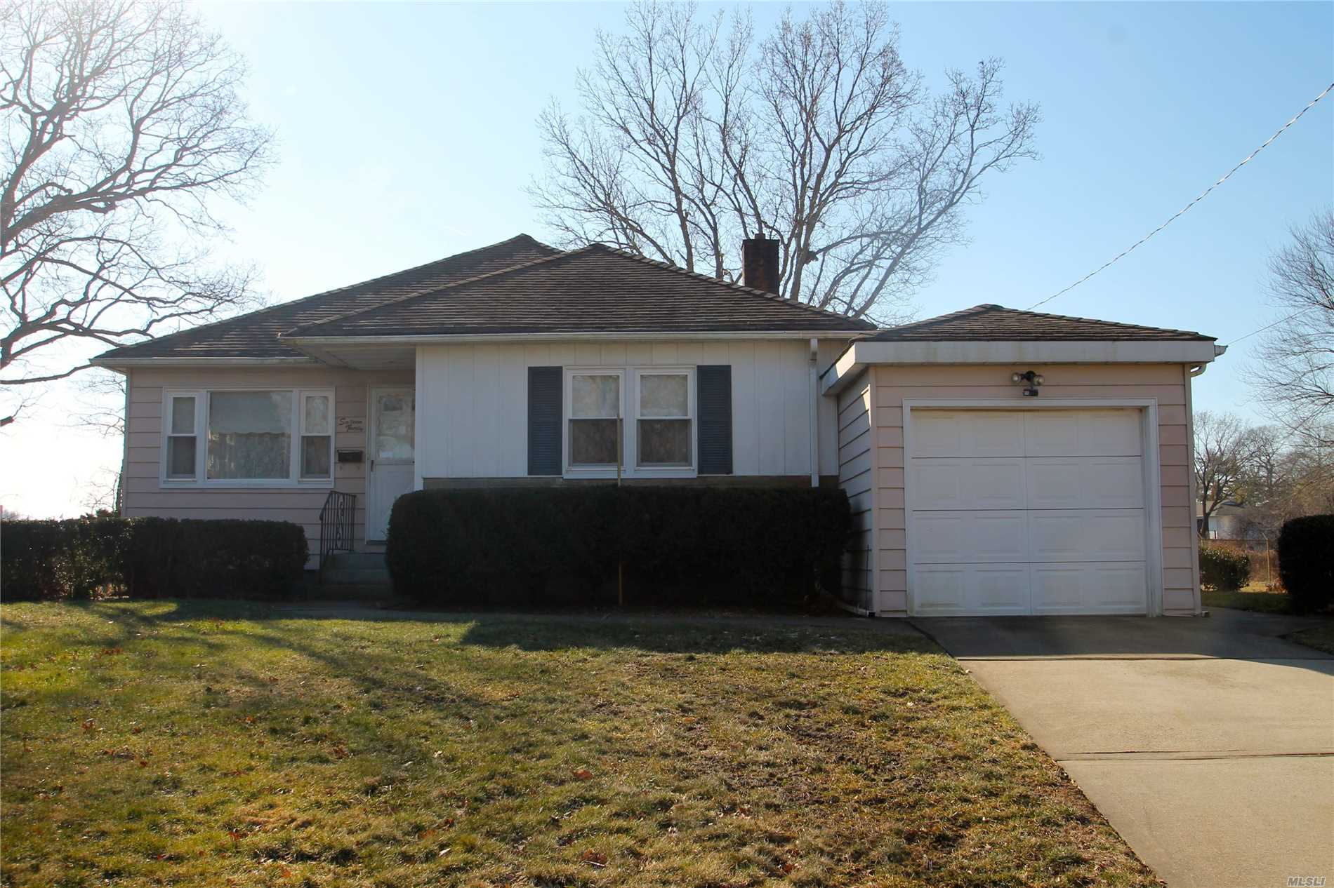 Just Right If Home Ownership Is Your Plan, Then Come See This 3 Bed, 1 Bath Ranch. Featuring A Large Living Room With Built-In Bookcase, Hardwood Floors, Eik With Breakfast Area, Partially-Finished Basement W/Ose. 1 Car Att. Garage. Great Starter Home.