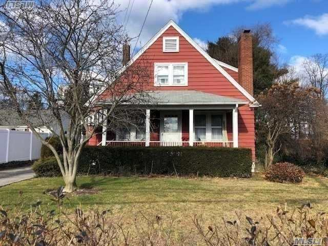 Top Sea Cliff Location! Walk To Village, Rr, Beaches! Charming 1926 Cape Cod With Front Porch And Private Back Yard.