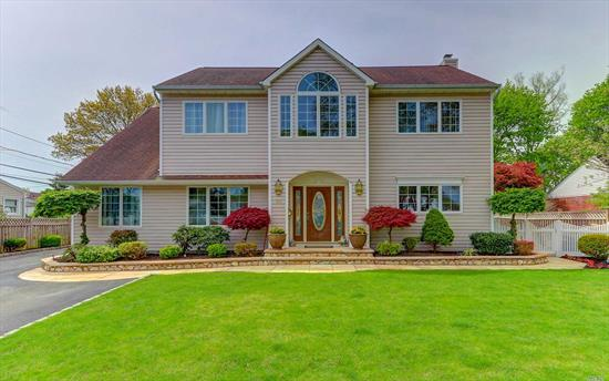 This Beautifully Updated Custom Built Colonial On A Quiet St. Has It All! 2 Gourmet Kitchens, Granite & Ss Appliances, Oversized Baths W/Jacuzzi Tubs & Showers. Surround Sound A True Entertainers Delight. Must See! Country Club Yard Features Ig Pool W/New Liner & Looplock Cover, Cabana/Pool House, Pavered Patio. Too Much To List!!