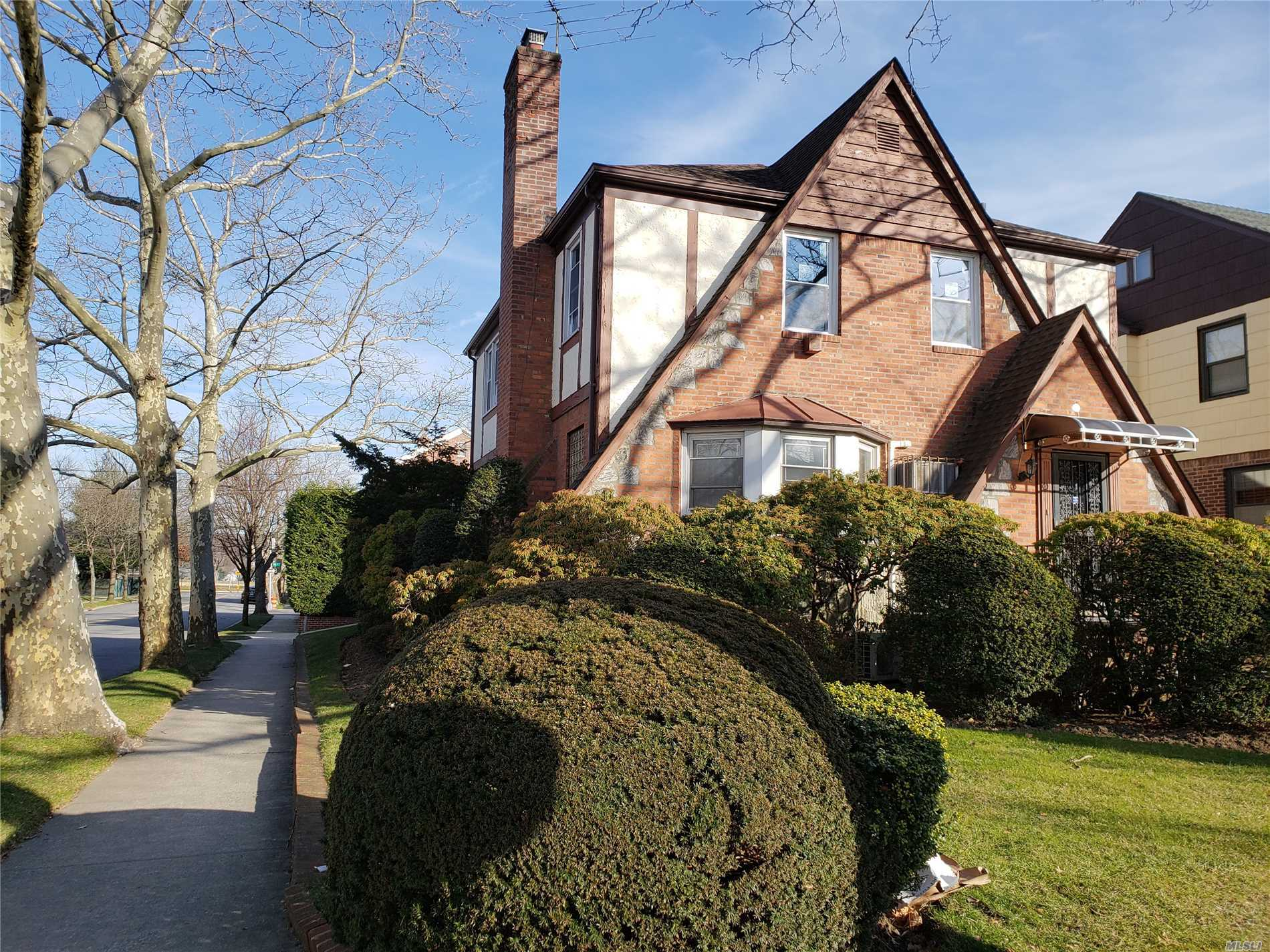 Spacious House For Rent In Jamaica Estates! Large 3 Bed, 2.5 Bath, New Windows, Refinished Hardwood Fl, Whole House Just Painted, Eat In Kitchen, Living Rm, With Fireplace, Skylight, Dining Rm, Florida Rm, Full Finished Basement Sep. Entrance, Great Location, Must See!!!!