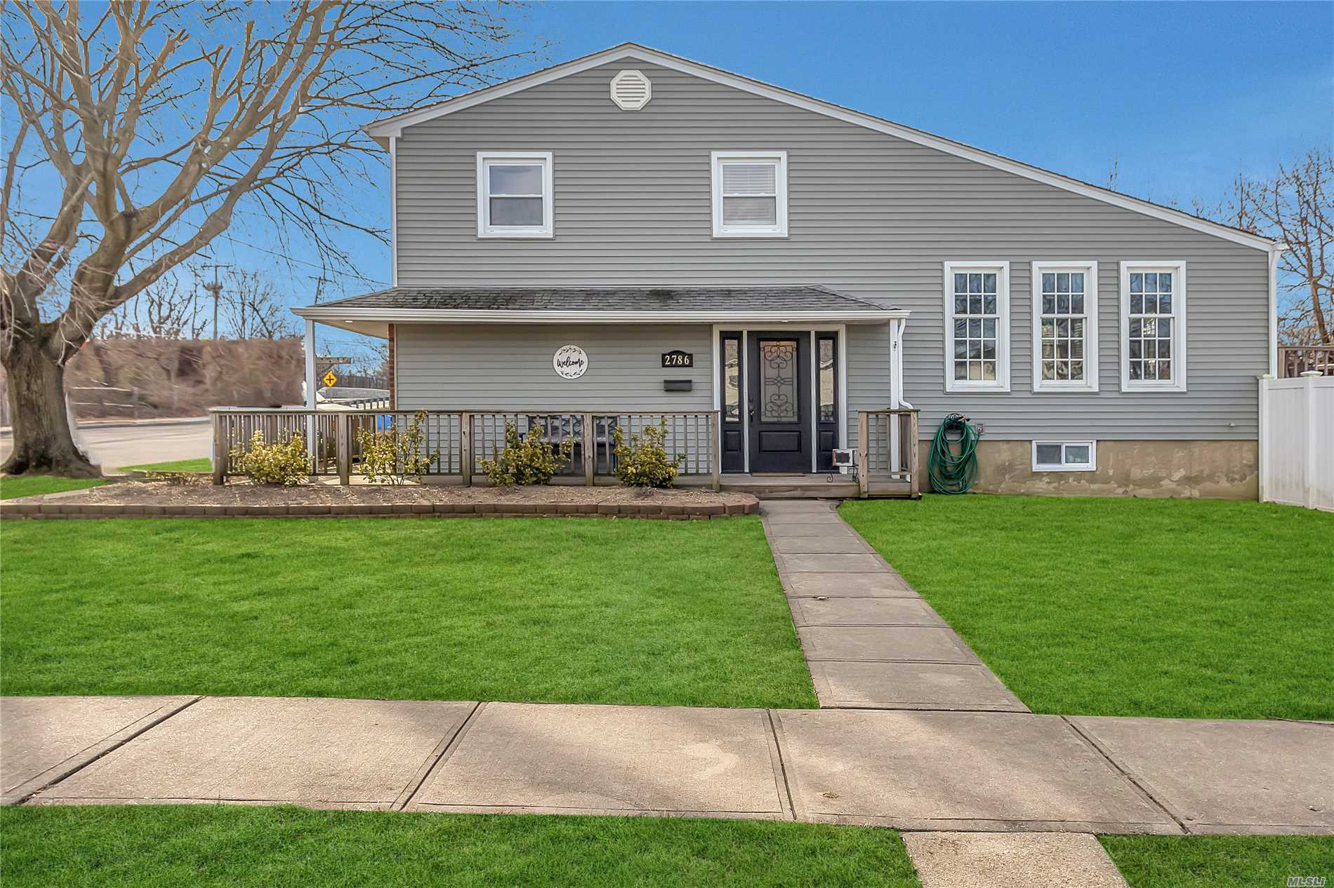 This Gorgeous Split Level Is Better Than A New Home! Current Contractor Owner Renovated Entire Home For His Own Family. Beautiful Finishes. Gourmet Granite Eik, Beautiful Crown Molding And Doors. Full Finished Basement With Ose. New Windows, New Siding And Roof. New Pvc Fence Surrounding A Delightful Entertainment Back Yard With Its Own Basketball Court. Don't Miss This Beauty!