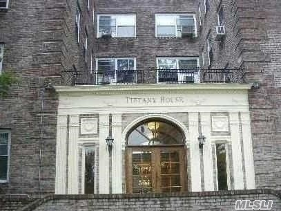 Beautiful Maintained One Bedroom Apartment, Top Floor, Elevator Building, Updated Eik, Many Closets, Bright & Sunny, Washer/Dryer In Building, Close To Rr, Shopping & Houses Of Worship.