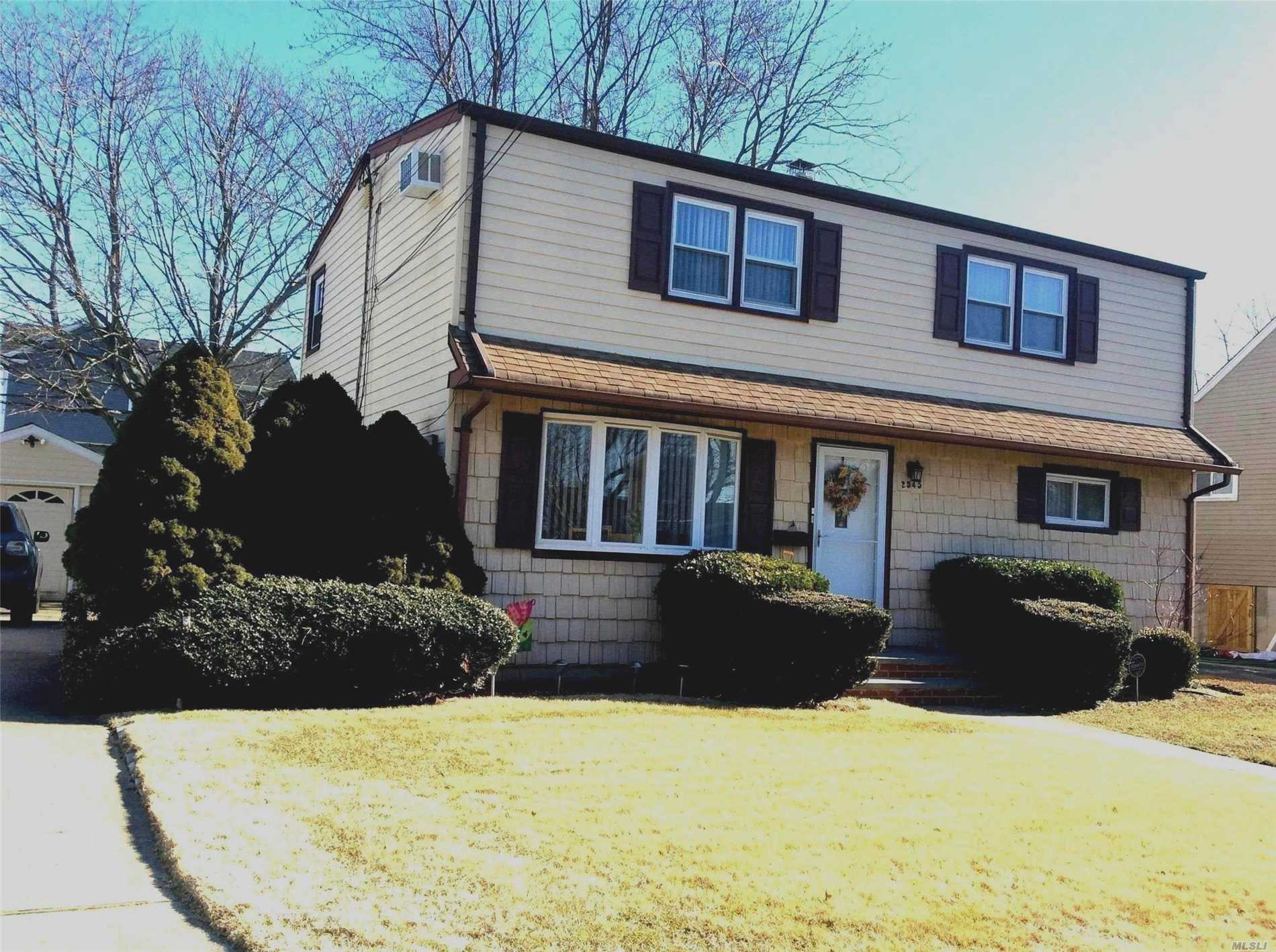 Beautiful Updated Colonial Home Featuring Eat In Kitchen, Living Room, 4 Bedrooms And 2 Full Bathrooms. Possible M/D With Permits. Large Property (59 X 100) With Private Backyard. Close To Schools, Parks, Shopping And Parkways. Flood Insurance Is Approximately $1318 Annually