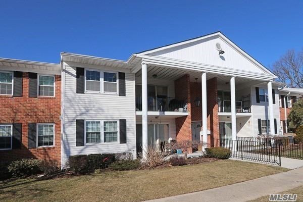 Just Move In To This Second Floor 2 Bedroom/2 Bath End Unit Condo-Plainview Sd#4-Plenty Of Amenities Including Clubhouse-Pool-Tennis-Basketball-Playground And Plenty Of Parking. Shared Basement Storage, Some Attic Space