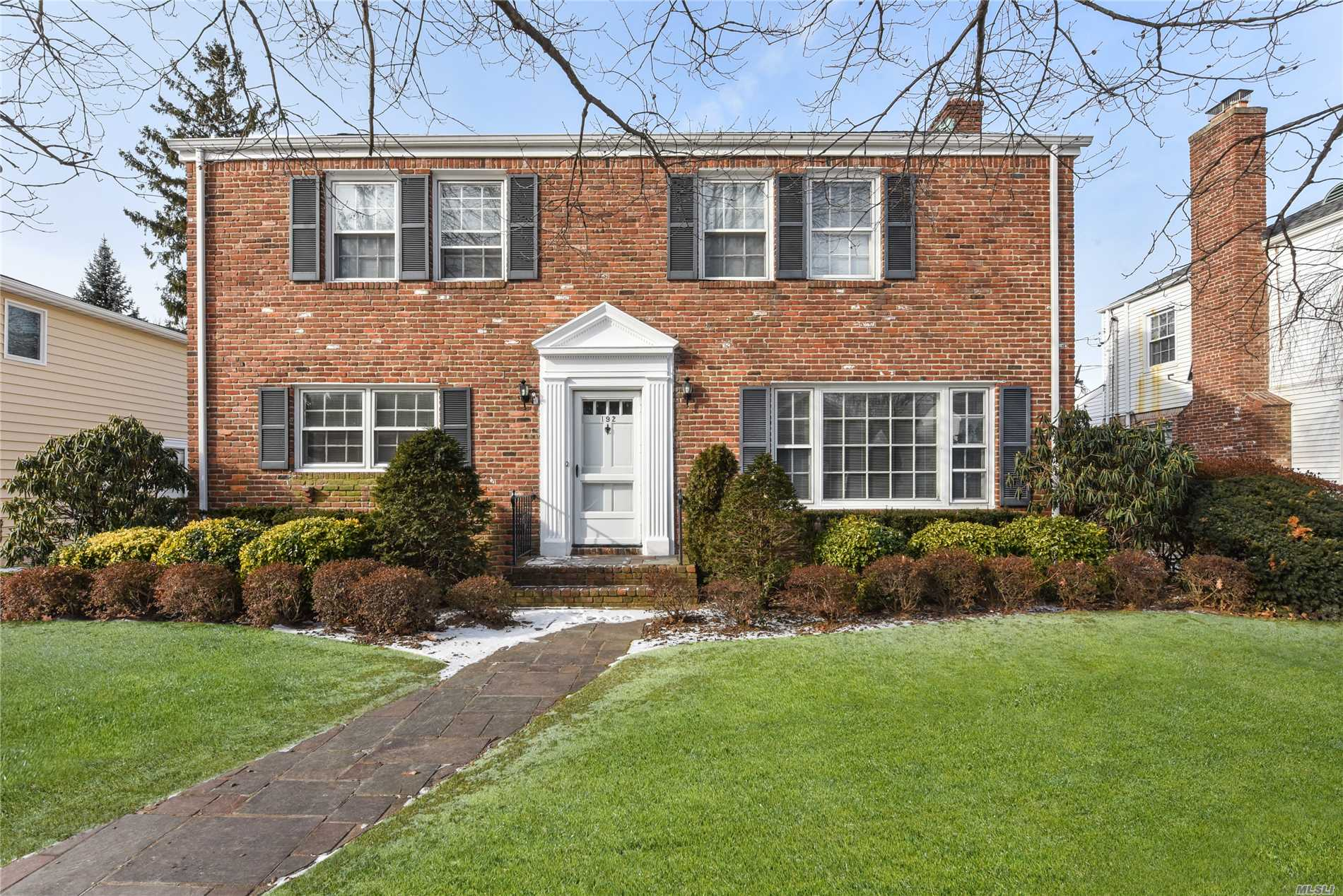 Location, Location, Location! Make This Home Your Own! Brick Center Hall Colonial In Prime Estates Location. Spacious Rooms Throughout. Near 2 Railroad Lines, Schools And Park.