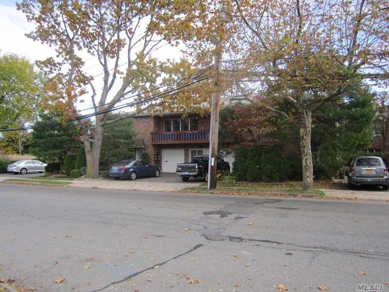 Quaint Garden Apartment Complex Located In Manhasset Isle. Close To All. First Floor Apartment With Off-Street Parking. 1 Bedroom, 1.5 Baths, Eff. Kitchen. L.Room/Dining Room Combo. Lots Of Closets