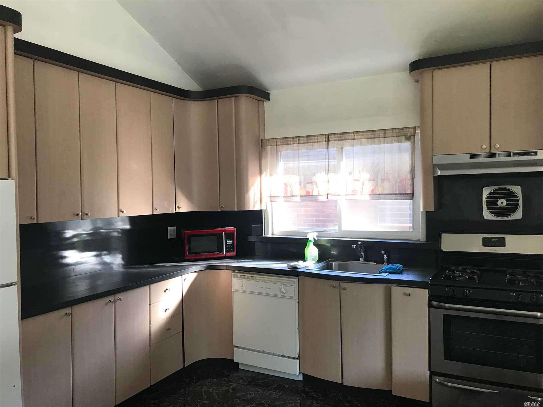 Spacious Inviting Home. Beautiful New Kitchen, Stainless Steel Appliances. Absentee Landlord.