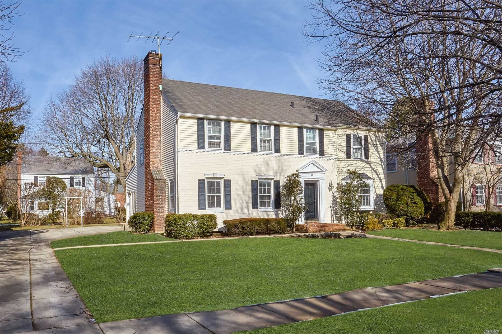 Traditional Center Hall Colonial Located Mid Block, Desirable Mott Section, Oversize Property, Quiet Street. Main Level Features A Huge Living Room W/Wood Burning Fireplace, Gorgeous Custom Eat-In Kitchen W/Island That Opens Up To A Huge Great Room With Skylight. Also, Large Cozy Family Rm Off Great Rm & Doors That Lead To A Large Backyard. Very Bright And Open Feel Throughout. Perfect Place To Call Home. School & Gen. Taxes Will Be Lower 19.08% On New 19/20 Accepted Assessment.