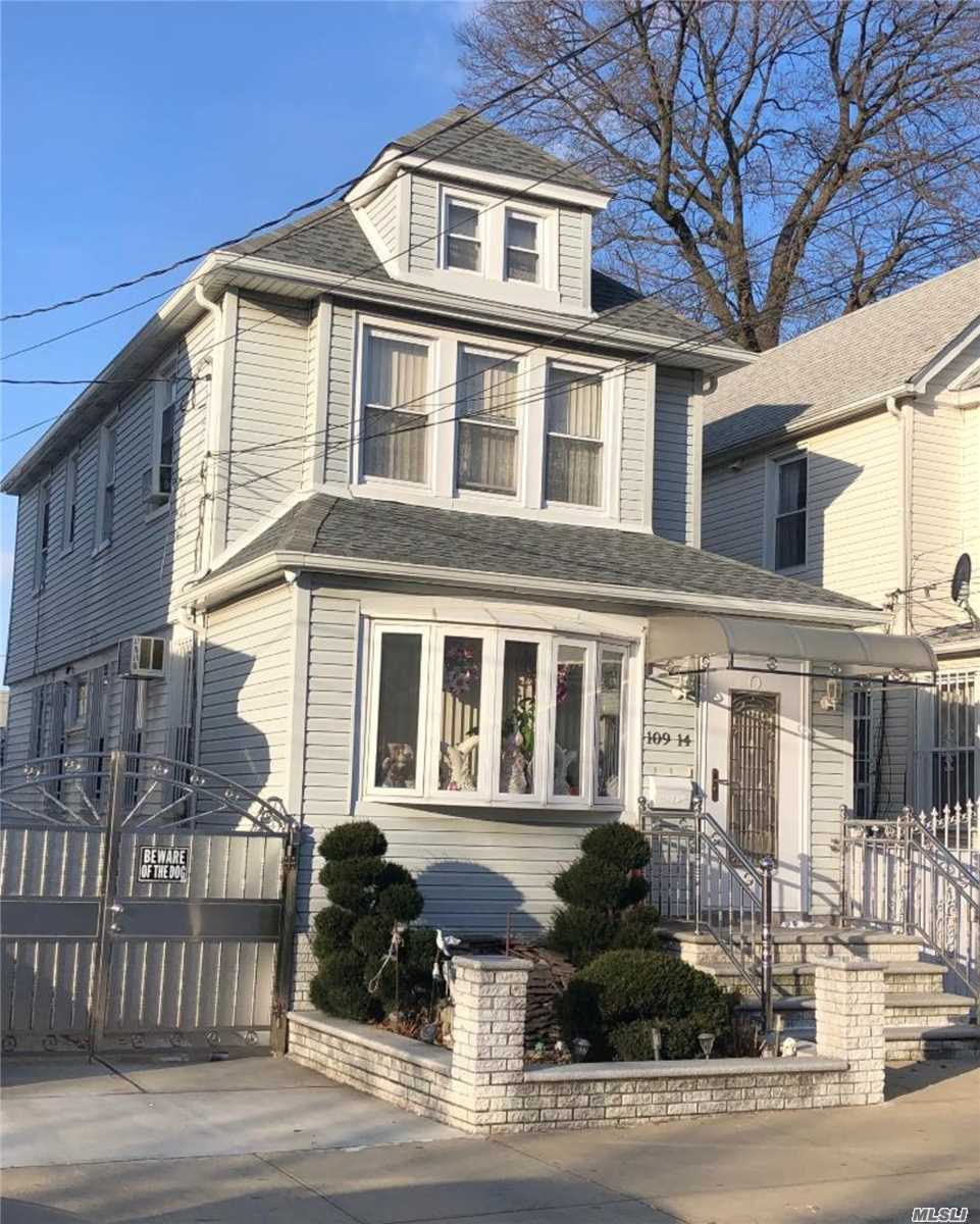 1-Family house in S. Ozone Park. 3 bedrooms, 2.5 bathrooms, finish attic, 1 car garage, private driveway, hardwood flooring, 4 ceiling fan, crown molding, closet in each bedroom, custom window blinds, full finished basement. This mint condition house is close to the A train, Q41,  Q37, Q10, and Q7 bus.
