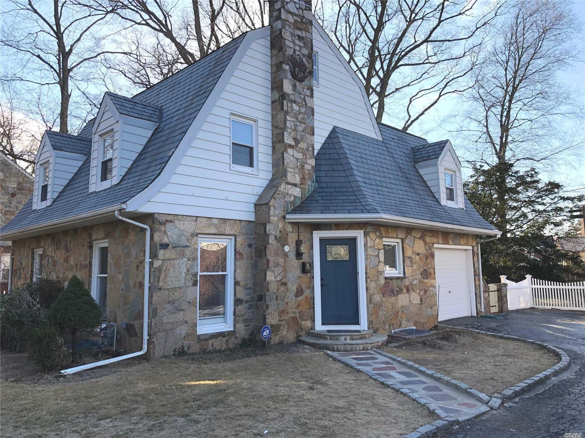 Large, Renovated , Open Floor Plan, 2027 Sq. Feet Colonial In A Beautiful Sterns Park Area Of Freeport.3/4 Bedroom, 2 New Full Bath, New Kitchen W Ss Appliances, Full Finished Basement, Large Bedrooms, Master Bedroom W/3 Closets. Heating System Only 6 Years Old. To Much To List. Come And See This Beautiful Colonial In Park Like Setting.