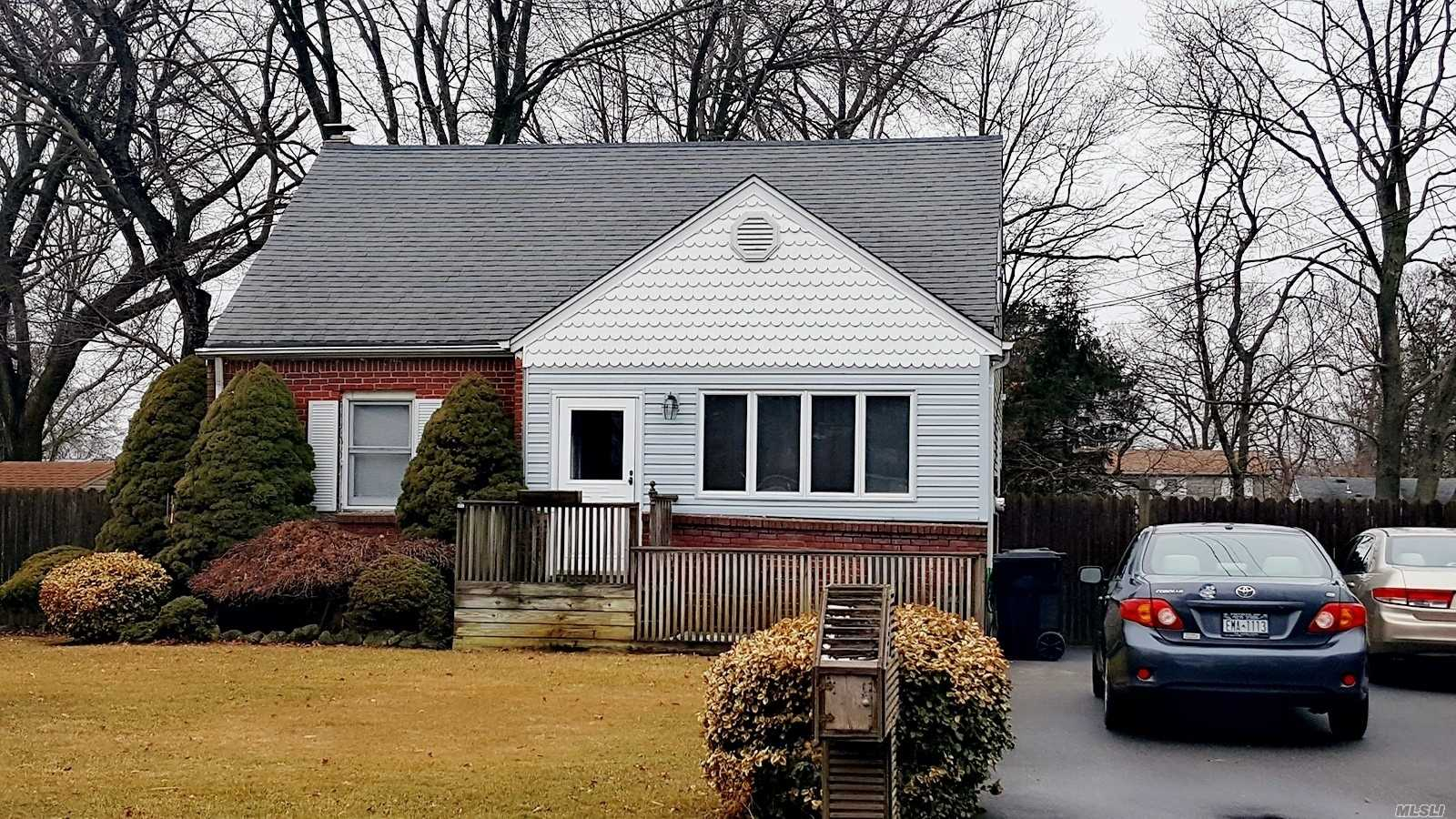 Looking For A Lovely Home In West Islip School District Under 400K? Look No Further... This Spotless 4 Bdr Home With Gas Cooking And A Fully Fenced In Yard Is Located On The Beautiful Cotter Street W/ A Full Basement And Attic For All Your Storage, Present Your Offers!