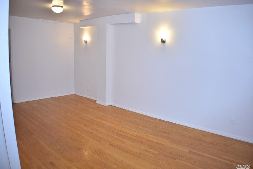 Easy Show. Commission Paid By Tenant. Full Credit Report And Proof Of Income. All Offers Subject To Landlord Approval