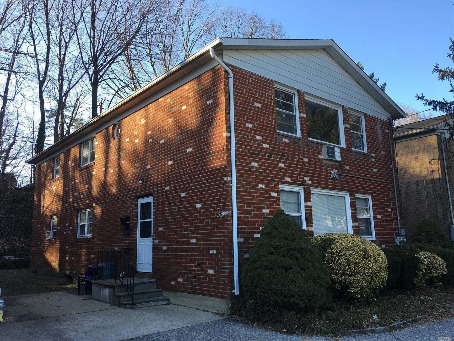 Second Floor 3 Bedroom Apartment On Quiet Street. Close To Manorhaven Community Park, Pool And Beach.