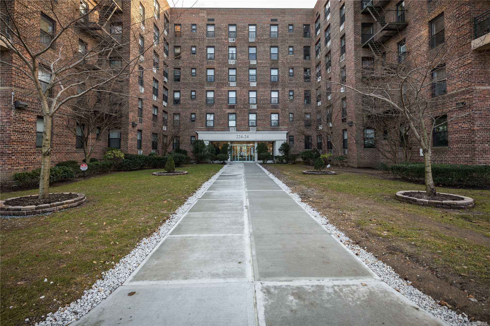 Beautiful Two Bedroom Unit Available On The Top Floor Of Cambridge Hall. An Open Floor Plan, Updated Bathroom And Kitchen, Plus Lots Of Closet Space Make This Unit Very Desirable. Beyond The Unit There Is Laundry And A Bike Room Available. During The Warmer Months You Will Be Able To Enjoy The Pool And Barbecue Area. If You Are Commuting To Manhattan An Express Bus Is Available On Union Turnpike. Come See Your Next Home And Begin Enjoying The Convenience Of Life At Cambridge Hall.