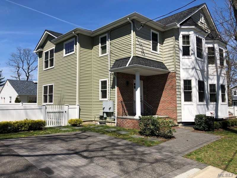 Spacious Manhasset Isle Duplex 3 Brs 2.5 Bths. Large Lr/Dr And Eik. Full Finished Basement.No Pets.