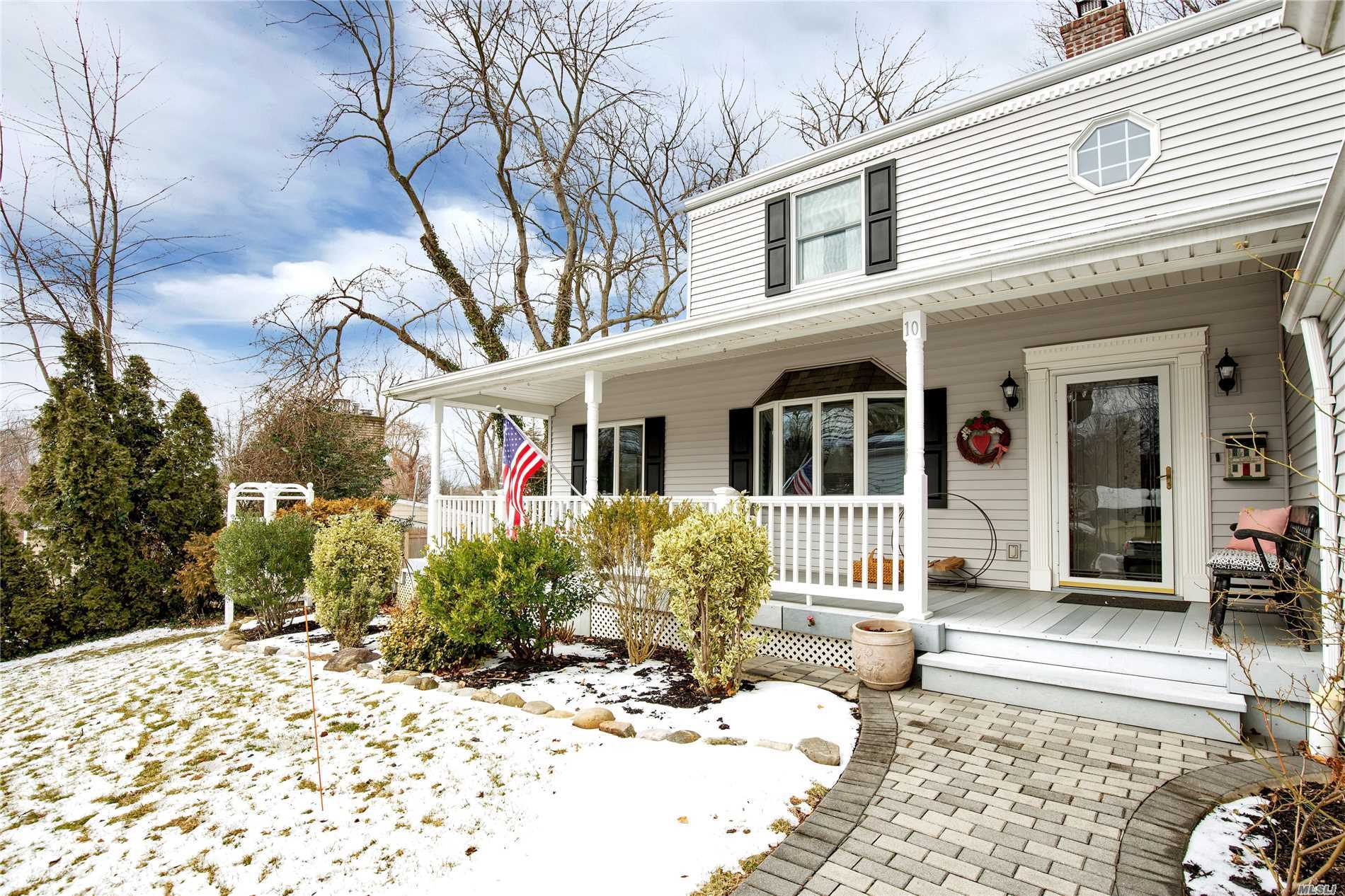 Lake Success. Perfect Lake Success Home On Desirable Hampton Court. Southern Exposure, Close To Northern Blvd, Lirr, Country Club, Pool, Tennis, Golf, Gym. Private Police.