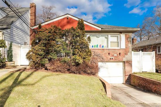 Sun Drenched Hi-Ranch, Situated In Beautiful Tree-Lined Tall Oaks, Spacious Eat In Kitchen, Close To Shops, Schools, Houses Of Worship