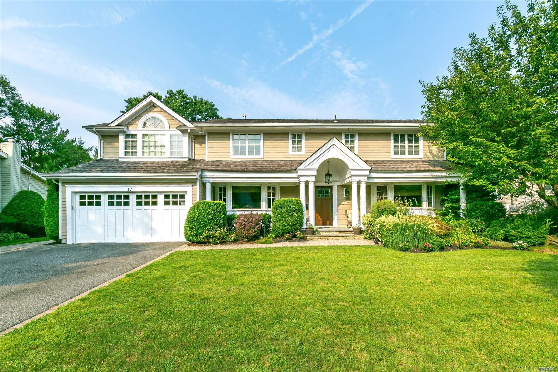 Gorgeous Move-In Ready, Expanded Center Hall Colonial In Jericho Schools. This Home Boasts 4 Bedrooms/3.5 Baths, Dedicated Office, And Newly Renovated Gourmet Eik W/Top-Of-The-Line Ss Appliances. Master Br Suite W/His & Hers Walk In Closets & Sep. Sitting Rm; Additional Master Suite As Well. A True Entertainers Backyard W/Beautifully Flat/Landscaped Ppty, Heated Ig Pool, And Built-In Outdoor Kitchen. Hardwood Floors, Finished Basement, Whole House Generator. Cantiague Elem. A Must See!!