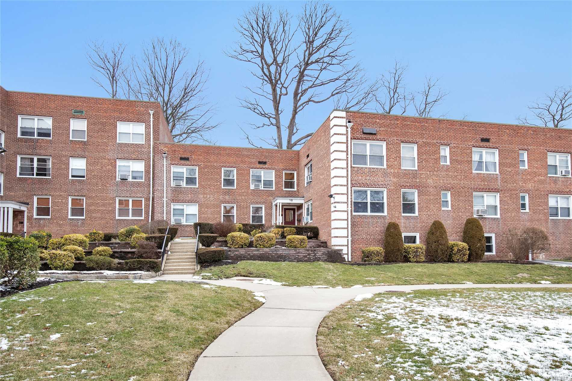 Roslyn Heights. Tremendous Potential. Lovely Layout, Top Floor.