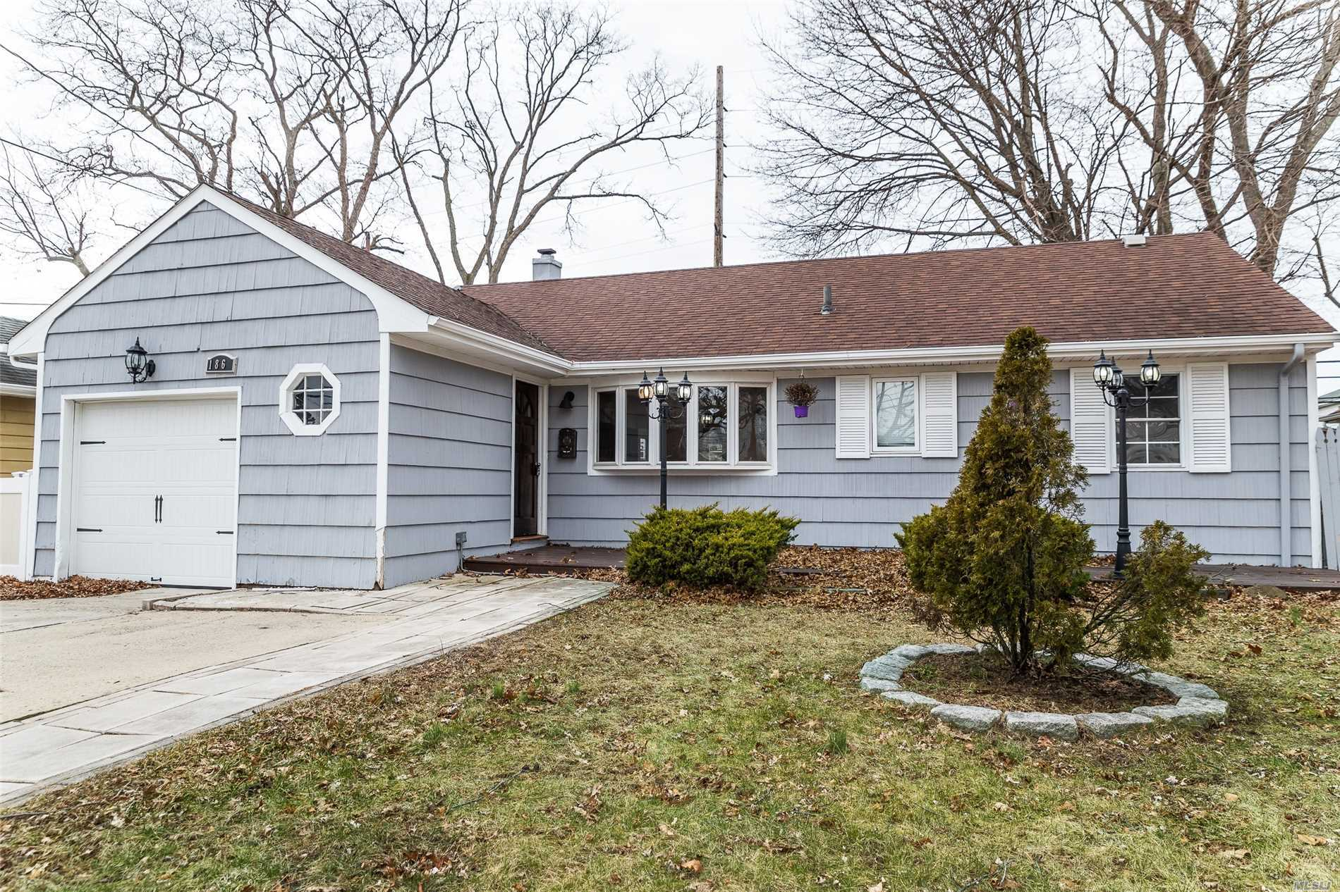 A Beautiful Ranch Home On Tree-Lined Street. Comfortable Living Room, Beautiful Dining Room, Gorgeous Kitchen. Awesome Bedrooms. Great Bathrooms. Close To Shops And Transportation. Great School District. 25 Minutes To Brooklyn, 15 Minutes To Queens And 30 Minutes To Manhattan Via Lirr And More...