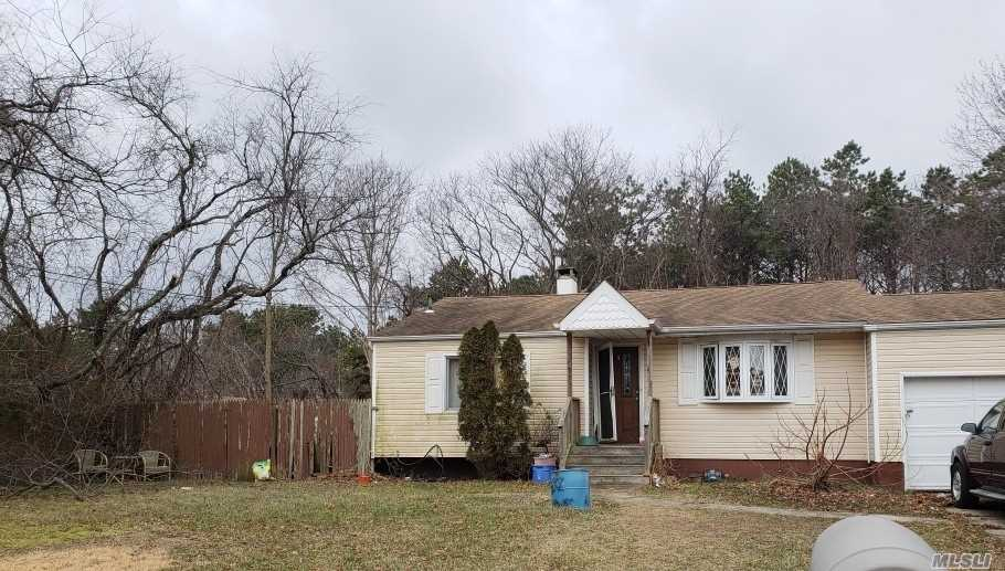 3 Bedroom, 1 Bath Ranch. Needs Work. Sold As Is. Close To All Transportation, Lirr, Town Parks, And South Shore Beaches.
