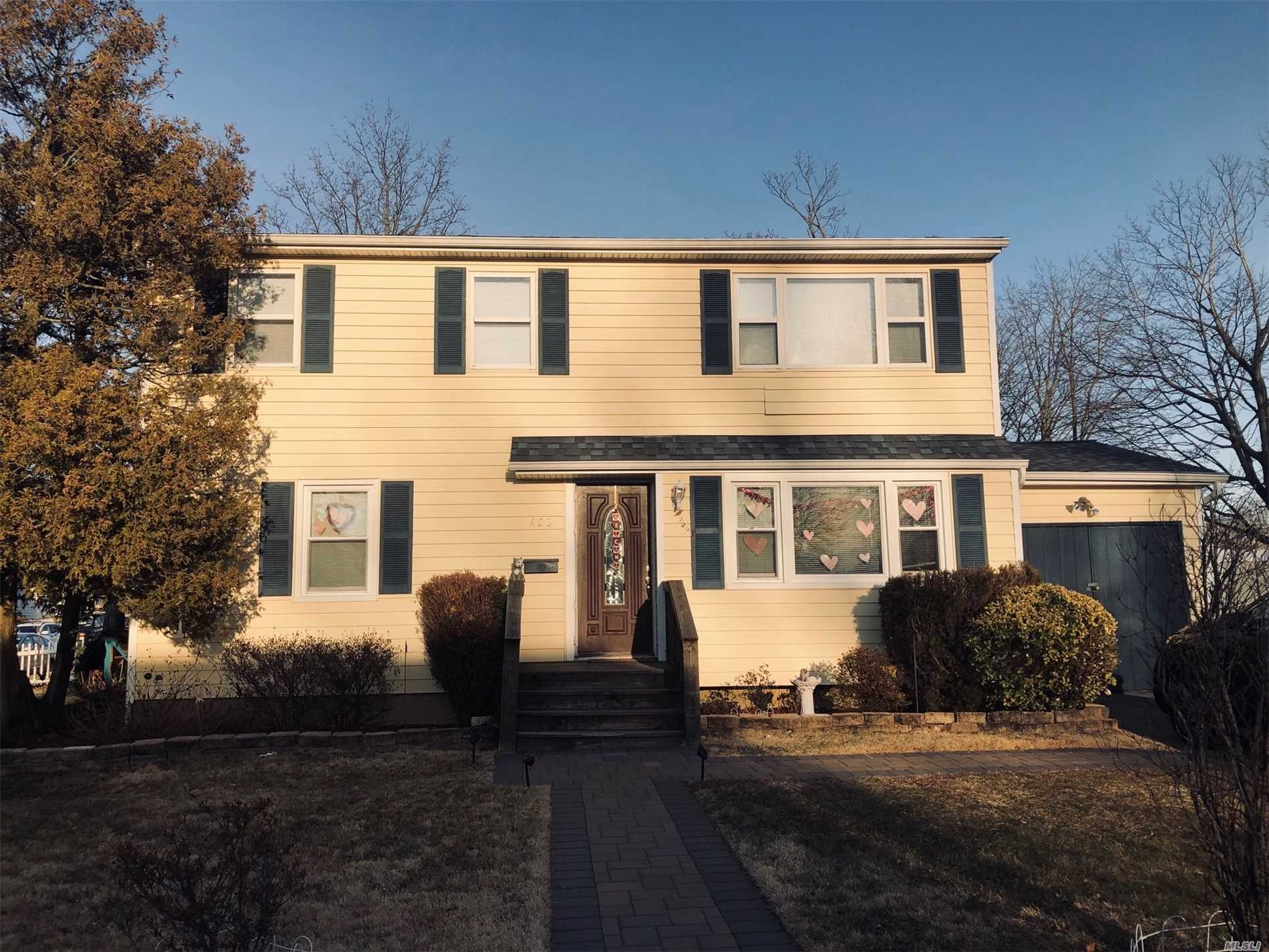 Spacious And Sunny 2Bdrms Plenty Of Closet Space, 1Bath 2nd Floor Apartment In House With Private Entry, New Appliances In Immaculate Condition. Close To Shopping, Sunrise Highway And Southern State Parkway.